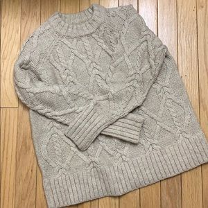 H&M Chunky Cable Knit Sweater. Size M
